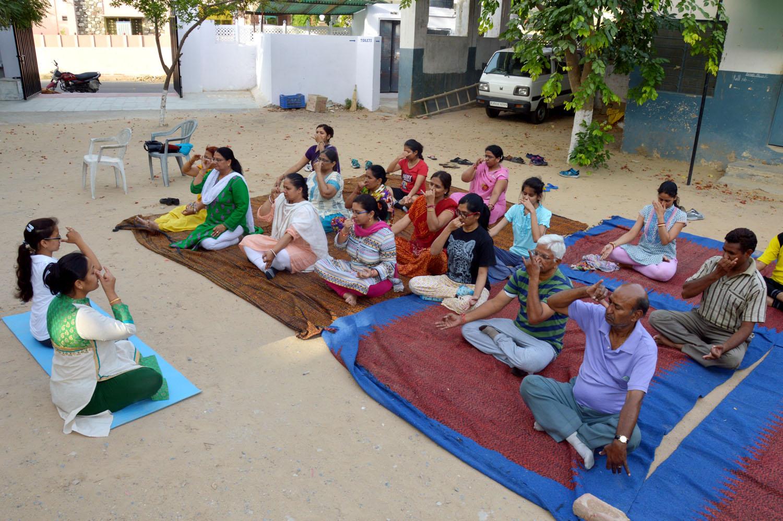 योग से मानसिक शांति भी मिलती है कुंदन नगर में योग शिविर शुरू